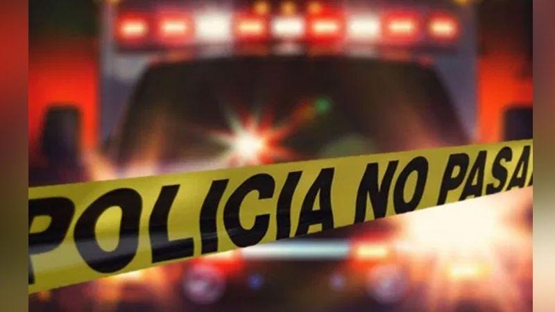En plena vía pública, localizan a un hombre sin vida con varios impactos de bala