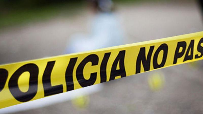 Hallan el cadáver de un hombre junto a camino de terracería; estaba encobijado