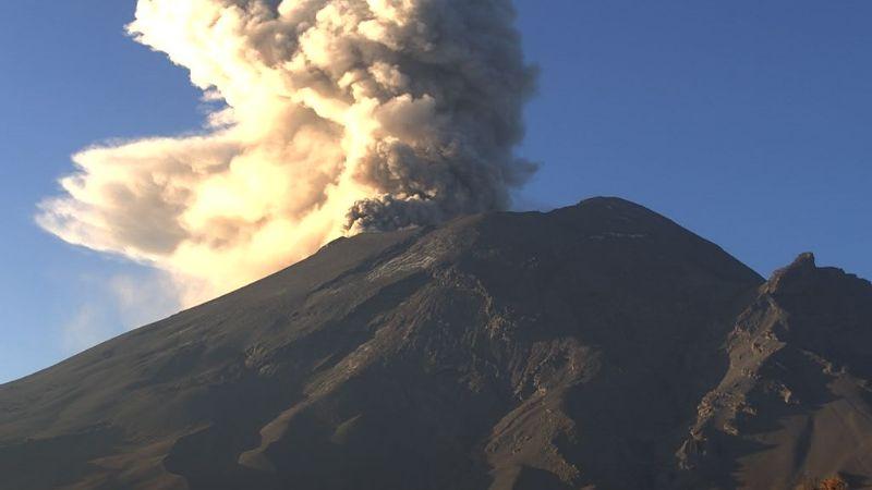 Popocatépetl se mantiene 'estable' pero activo; emite 71 exhalaciones en las últimas 24 horas