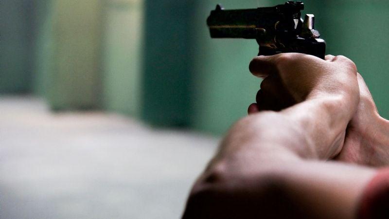 Tras entrar a la fuerza a una vivienda, grupo armado ejecuta a una menor y secuestra a otra