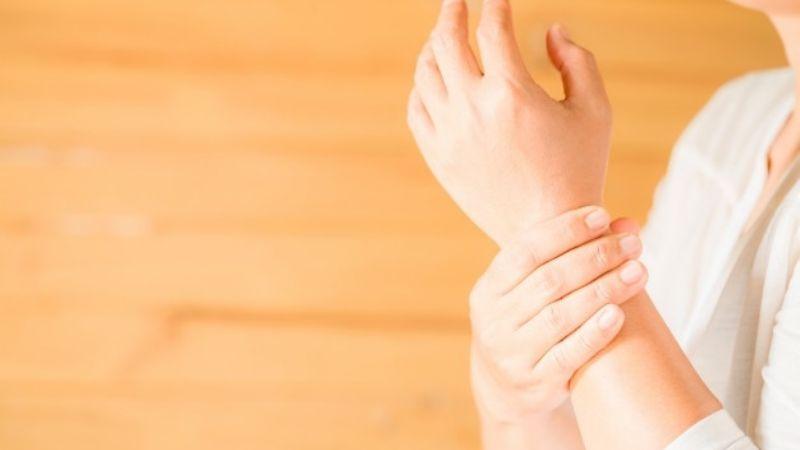 ¿Te duelen las manos? Estos ejercicios te ayudarán a aliviar el dolor en minutos