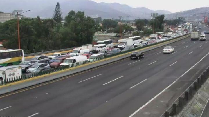 Hallan cuerpo embolsado en la carretera México-Pachuca; se desconoce la identidad de la víctima