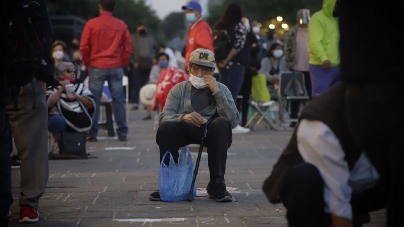 ¡Lamentable! 'Abuelitos' esperan hasta 2 días en filas para recibir vacuna Covid-19, en Jalisco