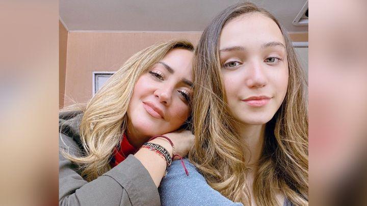 Andrea Legarreta enamora Instagram al posar de esta manera junto a sus hijas