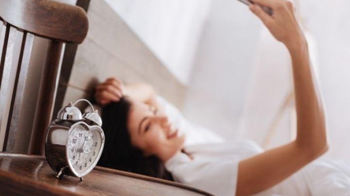Ten cuidado, ver tu celular al despertar puede causar severos daños en tu salud