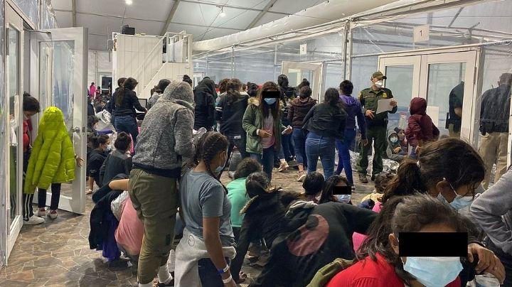 Revelan impactantes FOTOS de niños indocumentados hacinados en prisiones de ICE