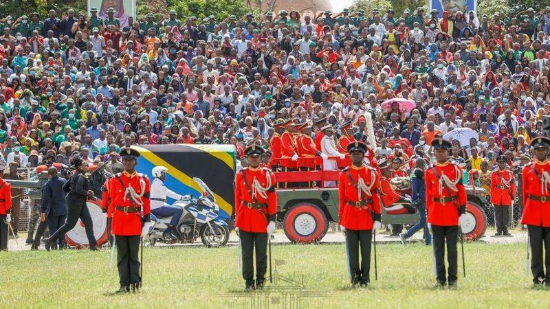 Registran estampida humana durante velatorio del presidente de Tanzania; hay menores fallecidos