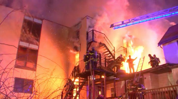 ¡Abuelitos se quedan sin hogar! Incendio registrado en Nueva York consume un asilo de ancianos