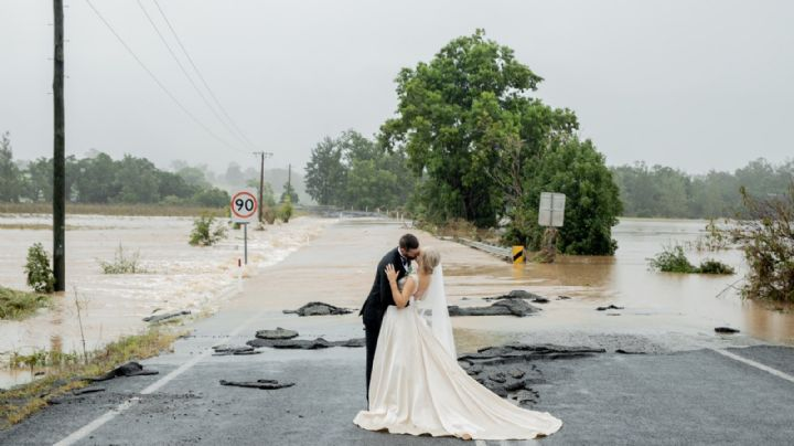 ¡Así llueva o relampaguee! Novia sobrevuela inundación en helicóptero para llegar a su boda