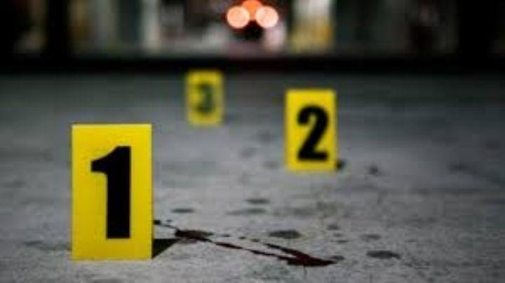 Tras persecución, alcanzan a dos jóvenes a bordo de una motocicleta y los matan a balazos