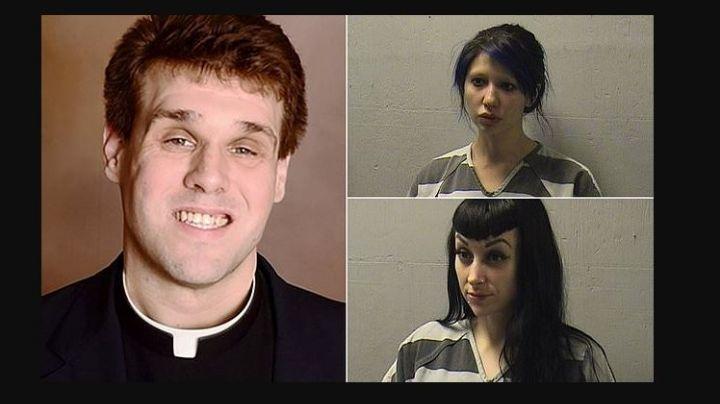 ¡Grabaron TODO! Descubren a sacerdote mientras tenía relaciones con dos dominatrices en el atrio