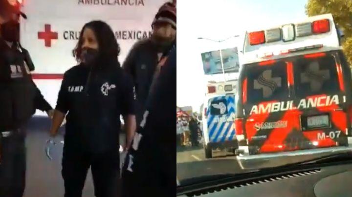 VIDEO: Rivalidad entre paramédicos desata caos; peleaban por atender a un motociclista lesionado