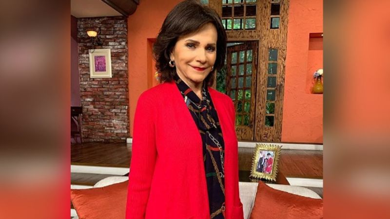 ¿Se ve mal? Así luce Pati Chapoy a sus 71 años y con juvenil vestido de seda en 'Ventaneando'