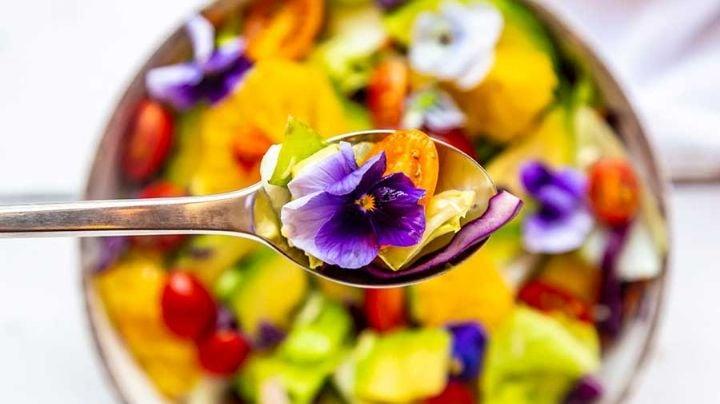 Lleva la naturaleza a la cocina con los cinco platillos con flores comestibles más populares