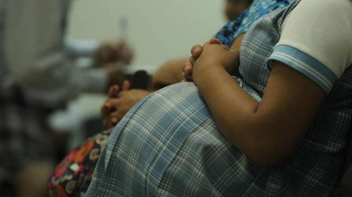 """""""Me violaron"""": Niña de 12 años queda embarazada tras brutal abuso; la amenazaron de muerte"""