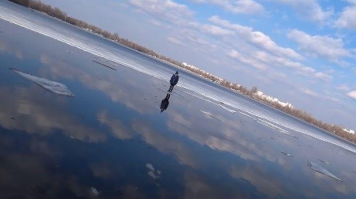 VIDEO: Pescador le salva la vida a un niño que estaba flotando en un pedazo de hielo