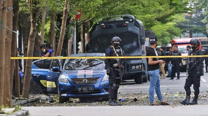 VIDEO: Dos personas se sacrifican dentro de iglesia católica de Indonesia; hay 14 heridos
