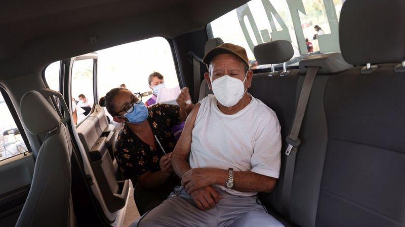 """CDMX no permitirá vacunación contra Covid-19 en el auto: """"Todos deben tener el mismo acceso"""""""