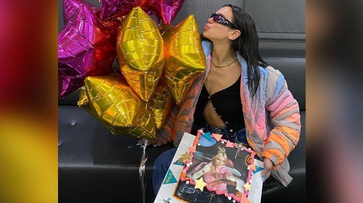 Dua Lipa se roba los corazones de fans con espectacular 'outfit' rosado