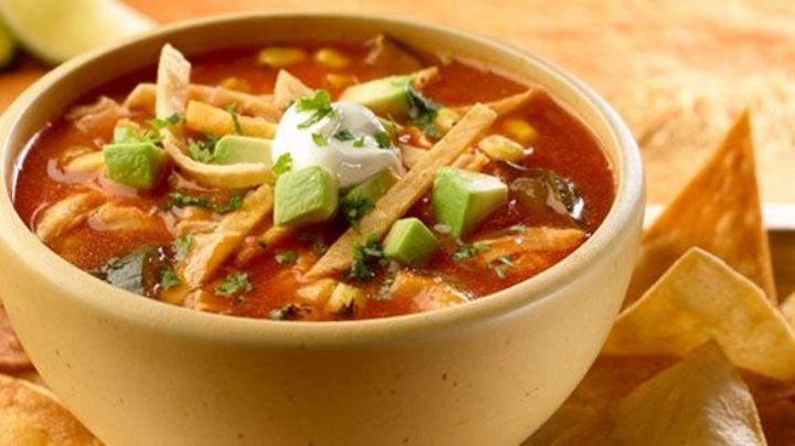 Dale un sabor muy mexicano a la Cuaresma con esta sopa de tortilla tradicional