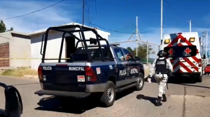 El cuerpo sin vida de un joven se ubica al interior de un baño público en el Puerto de Guaymas