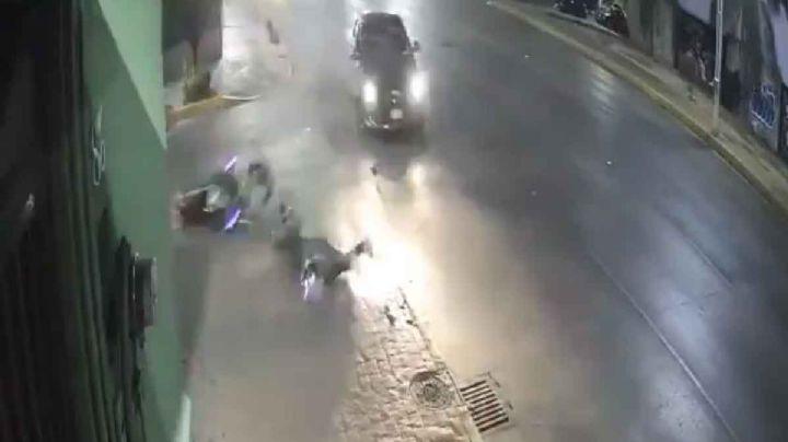 CDMX: Vehículo embiste a motociclista y huye del lugar; autoridades ya lo buscan