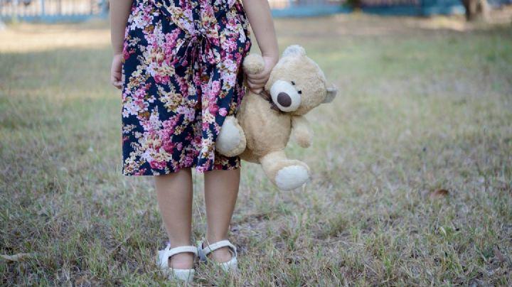 ¡Indignante! Anciano viola a una niña y huye; su madre descubre que está embarazada