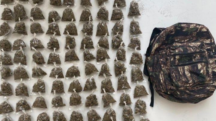 Sonora: Presuntos 'tiradores' abandonan mochila con 88 bolsas de marihuana en Nogales