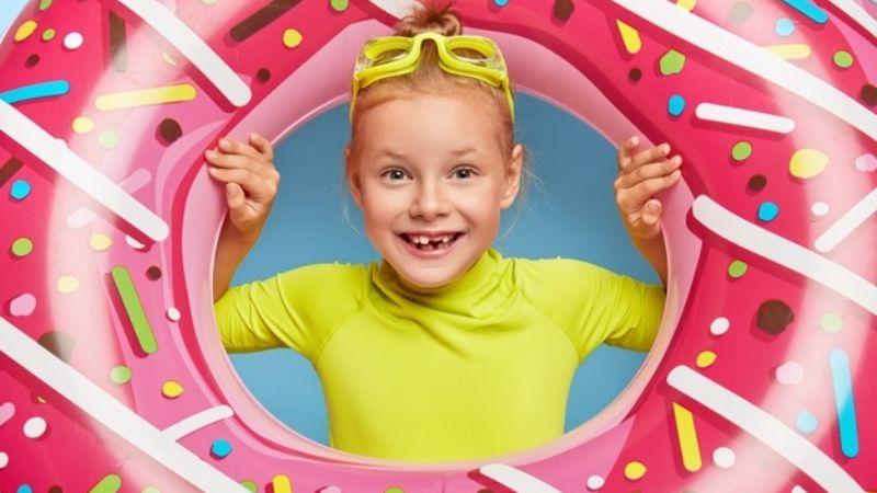 Deja que tu hija disfrute una Semana Santa a la moda con estos trajes de baño para niñas