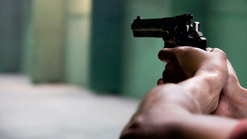 FUERTES IMÁGENES: Un expolicía abre fuego en contra de sus dos hijos; asesinó a uno de ellos