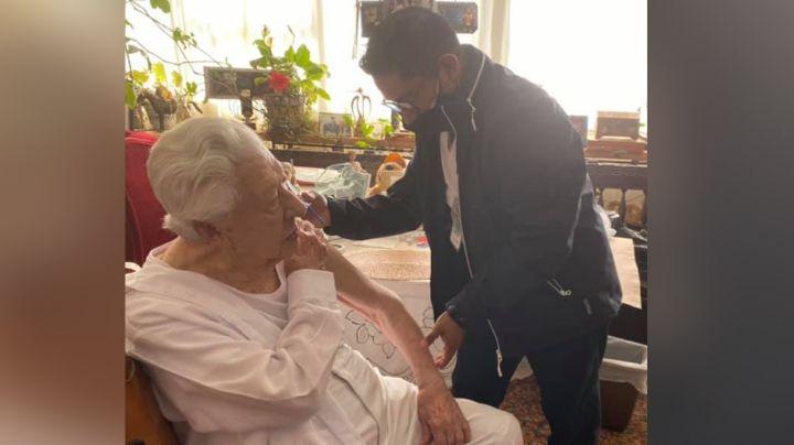 A sus 96 años, actor de Televisa recibe vacuna contra el Covid-19 y redes estallan