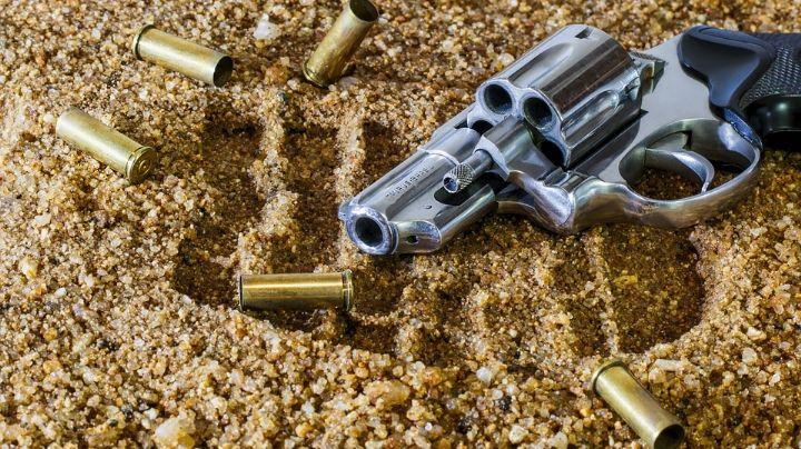 Hombre asesina a balazos a su suegra; enfureció porque no le permitía estar con hija