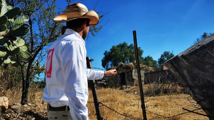 VIDEO: ¡Impactante! Civiles lanzan bomba e incendian casa de candidato en Guanajuato