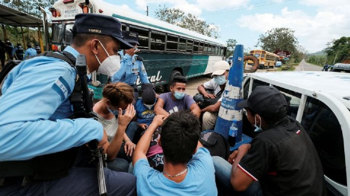 Policía de Honduras frenan caravana migrante que planeaba llegar a Estados Unidos