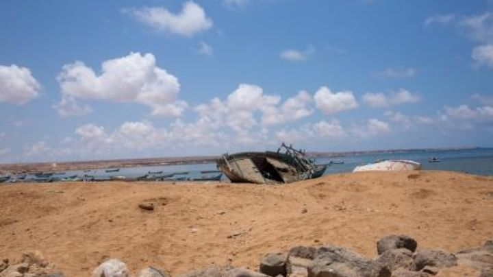 Mueren ahogados 20 inmigrantes tras ser arrojados al mar por traficantes de personas
