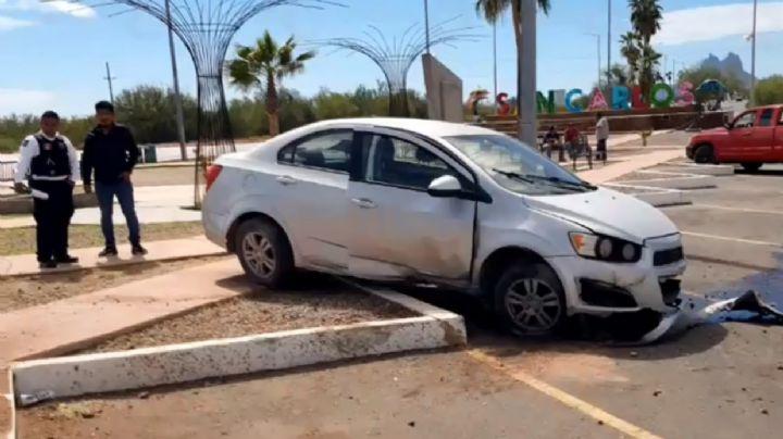 Mujer evita atropellar a vaca y choca contra la guarnición en San Carlos
