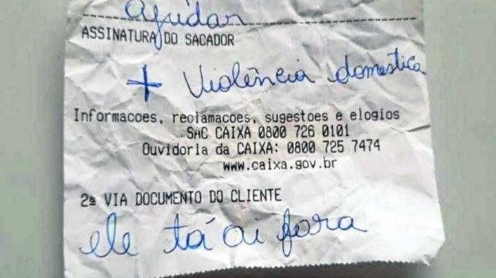 """""""¿Puedes ayudarme?"""": Mujer pide auxilio con un ticket; sufría violencia doméstica"""