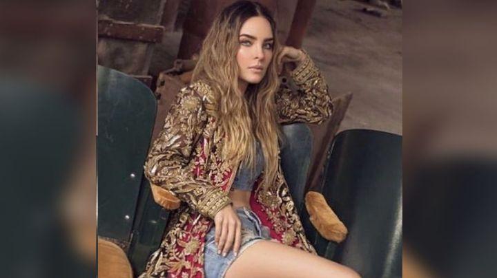 ¡Una muñeca! Belinda impresiona a Instagram por usar una sábana como espectatular atuendo