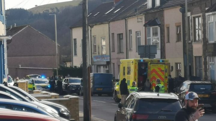 Joven de 16 años es asesinada a cuchilladas en restaurante; dos detenidos resultan heridos