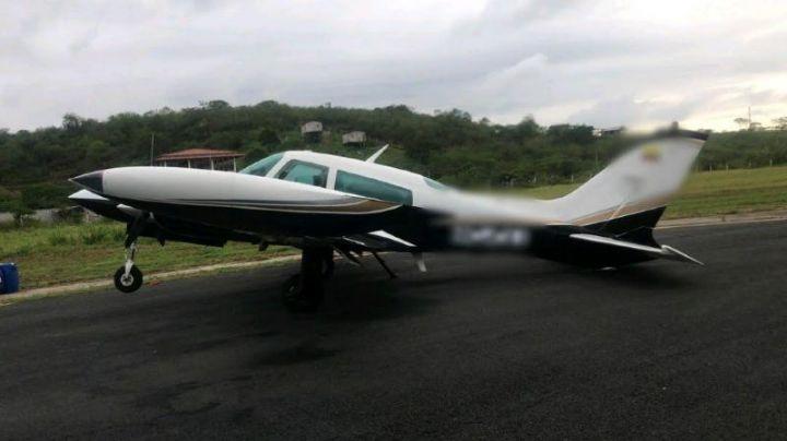 Golpe al narco: Autoridades ecuatorianas confiscan avioneta mexicana con 400 kilos de cocaína