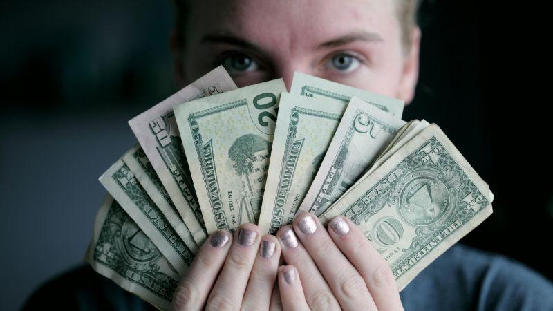SAT: Aclara tus dudas sobre la fiscalización de los depósitos en efectivo de una vez