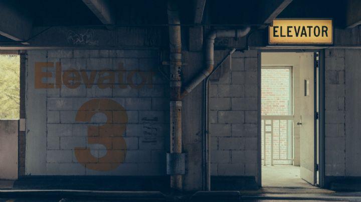 Aterrador final: Hombre muere triturado en un elevador al intentar recuperar un celular