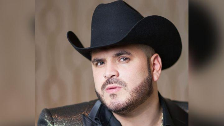 Tras ser hospitalizado de emergencia, cantante de narcocorridos se 'escapa' a fiesta