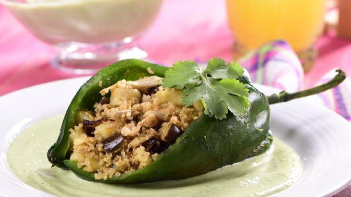 ¡Muy mexicano! Este chile relleno de quínoa es el platillo perfecto vegano