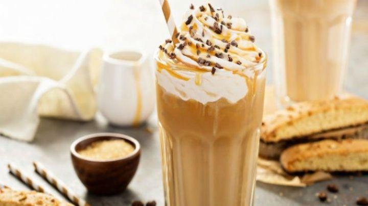 Dale un nuevo sabor a tu café de todos los días con esta versión de carlota de limón