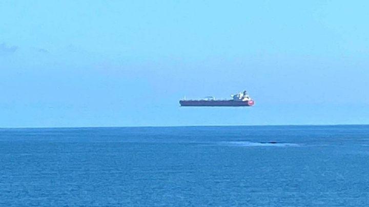 """Esta es la explicación que dieron expertos sobre el barco que """"flota en el cielo"""""""