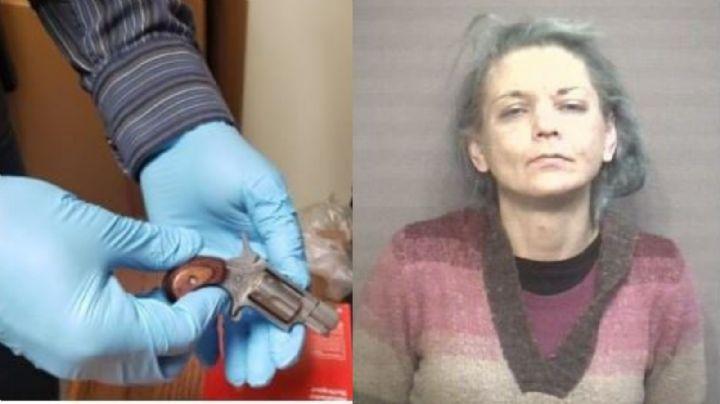 ¡Nadie se dio cuenta! Mujer se esconde una pistola en la vagina para meterla a una prisión