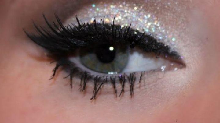 ¡Miradas que deslumbran! Descubre cómo llevar maquillaje de ojos con 'glitter'