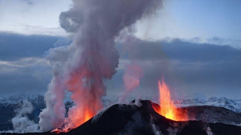 Volcanes de Islandia podrían hacer erupción tras más de 17 mil terremotos en una semana