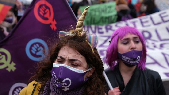 Reportan hombres infiltrados marcha feminista; los sujetos agredieron a mujeres policías